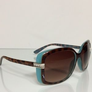 WOMANS ROCAWEAR SUNGLASSES = DEAL!